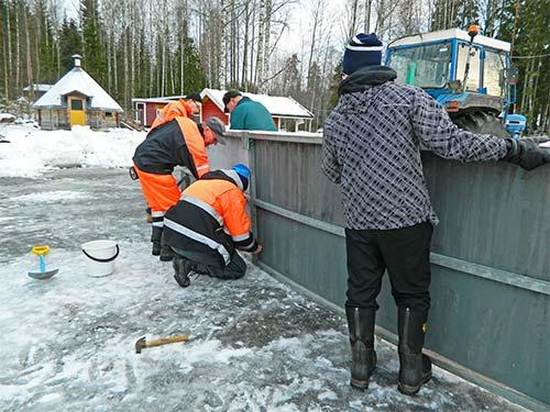 Jääkiekkokaukalon rakentaminen